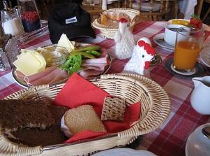 240429ミッテンヴァルトの朝食