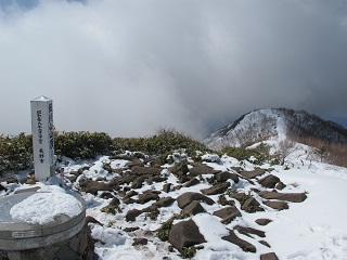 250413飯縄山山頂