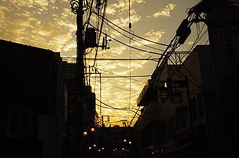 (PHOTO)夕暮れの街