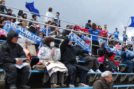 「青」を身につけスタジアムへ!