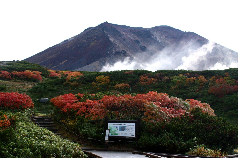 姿見駅から望む旭岳