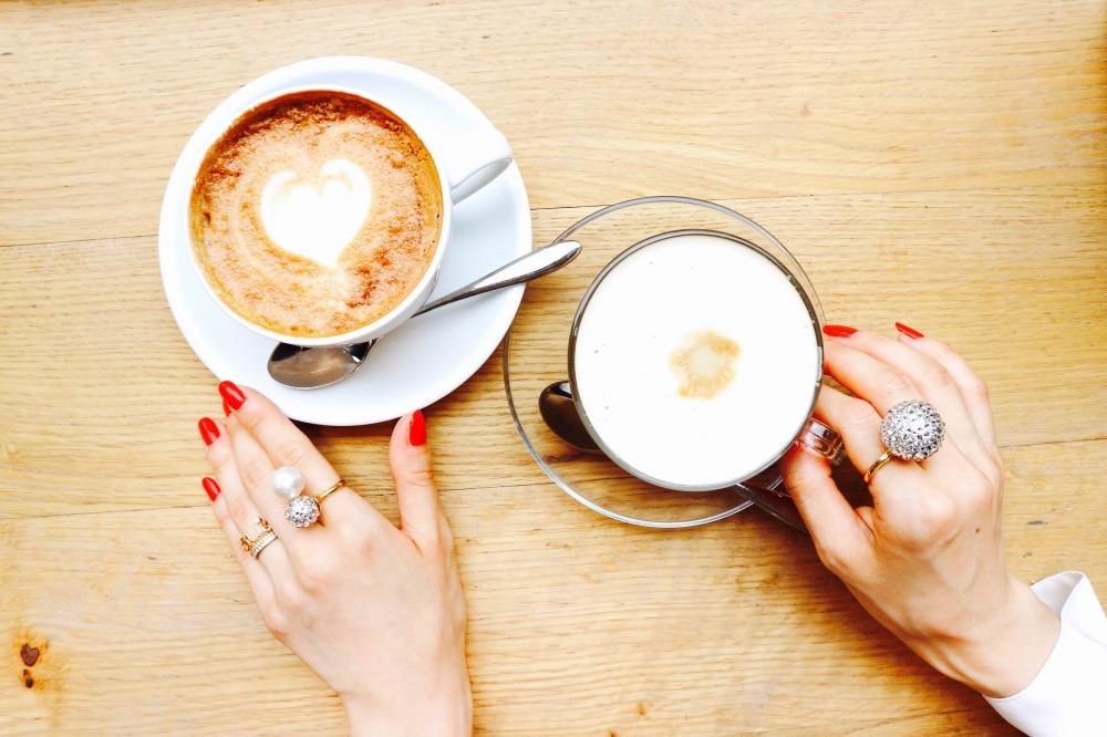 【JULICA ジュリカ】スワロフスキーとパールのリング、カフェにて