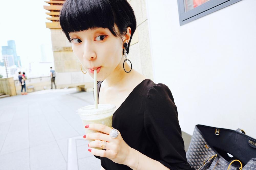 【JULICA ジュリカ】揺れ感がモードなイヤリング「ジャジー!」+ 全身白黒ファッション