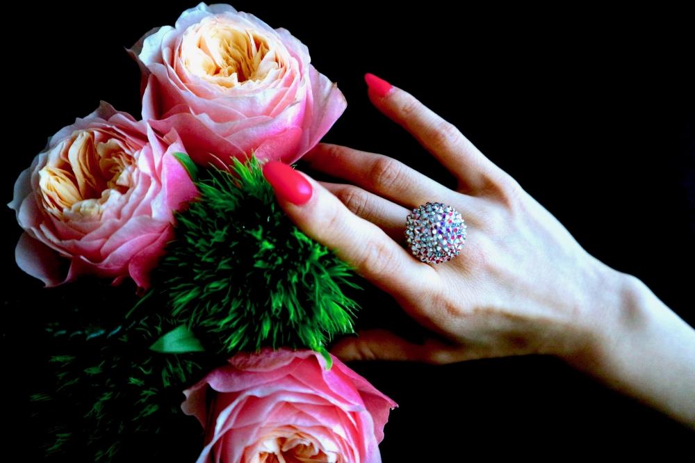【JULICA ジュリカ】スワロフスキーリング「座・ボンボン_プリンセスオーロラ」。圧倒的な輝き、存在感。