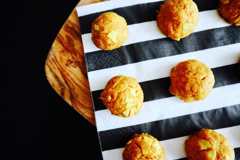 【JULICA ジュリカ】ユリカズキッチン「グルテンフリー。ターメリックとアーモンドのボンボンクッキー。」