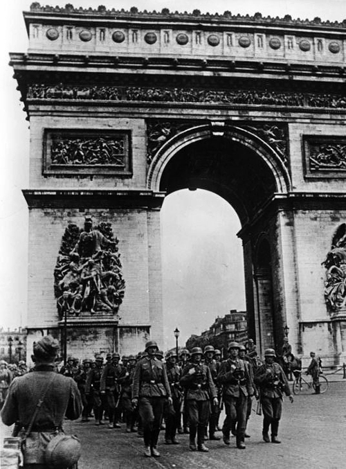 Bundesarchiv_Bild_101I-126-0347-09A,_Paris,_Deutsche_Truppen_am_Arc_de_Triomphe.jpg