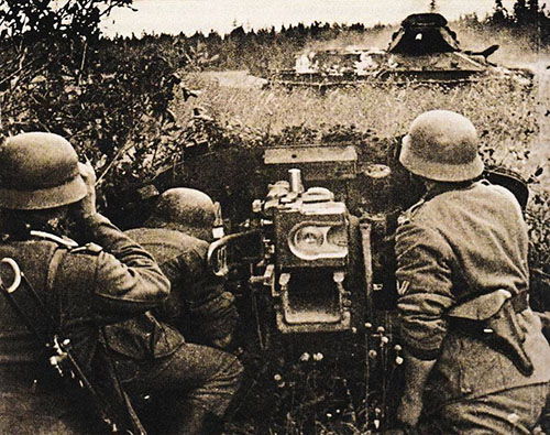 german-50mm-pak-38-crew-destroyed-this-t-34-76-in-the-last-moment.jpg