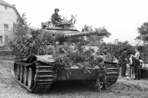 Bundesarchiv_Bild_101I-301-1955-32_Nordfrankreich_Panzer_V_Panther_mit_Infanterie.2.jpg