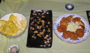 チキンチーズカツにチキンの磯辺揚げとフルーツ