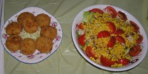 コロッケとサラダ
