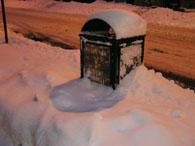2.12大雪埋もれたゴミ箱