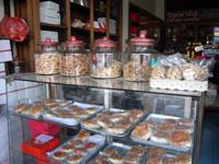 中国の焼き菓子も売っている