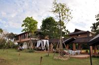 広い敷地のカフェ&ホテル
