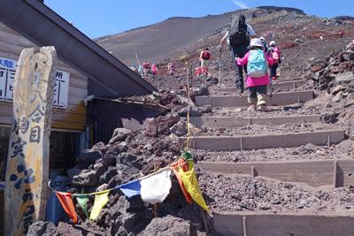 富士山にタルチョ