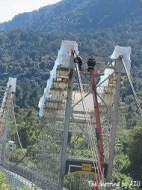 橋は工事中
