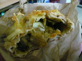 664 ブノワトン チーズ焼きカレーパン