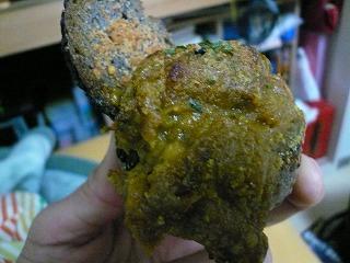664 ブノワトン 黒ゴマ焼きカレーパン