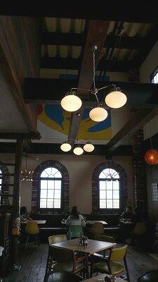 702 バーズインカフェ 店内