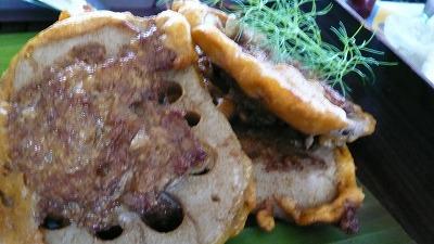 319 サラ 蓮根と挽肉のパコラ