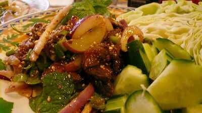 471 ルンルアン 牛たたきサラダ