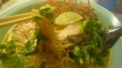 954 バンコク屋台食堂料理 カオソイマンガイ