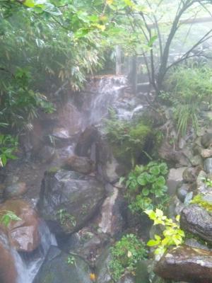 温泉の渓流