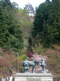 城山公園「山内一豊・千代の銅像」