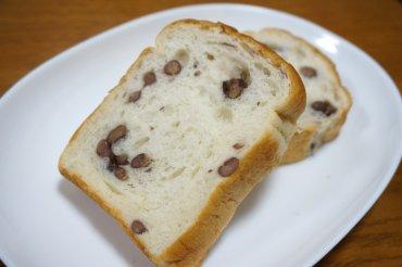 大納言小豆ともち麦のパン