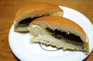 抹茶とマスカルポーネ入りクリームのパン