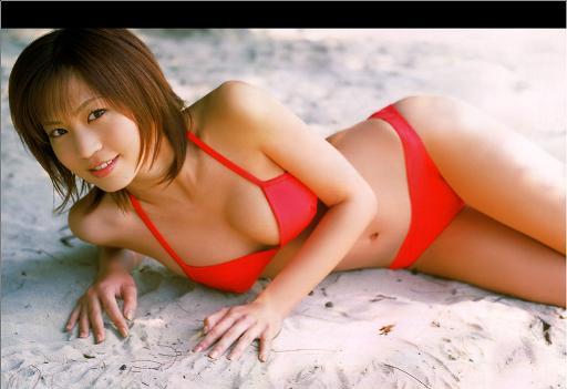 安田美沙子。結構タイプだったりします。基本的に僕は浮気性なので、なんでもありです。