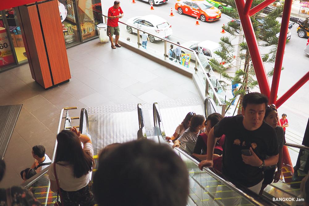ドンドンドンキ バンコク ドンキモール トンロー ドン・キホーテ タイ進出 商業施設