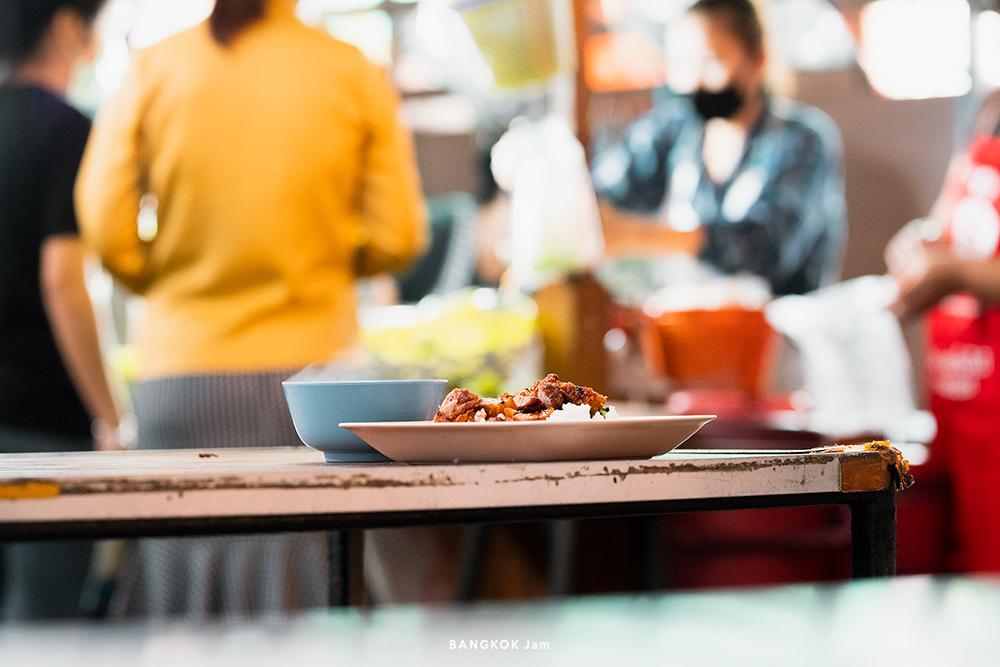 バンコク パヤタイ 屋台 バミー ワンタン麺