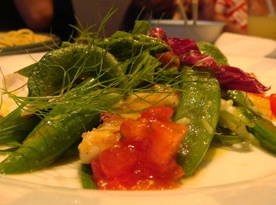 津軽地鶏と旬菜のサラダ仕立て