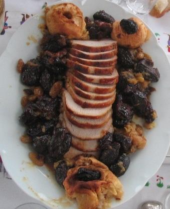 フランス料理ローストポーク リンゴとプルーン添え(手作り写真)