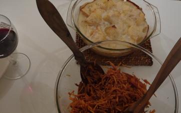 鴨の付け合わせ写真(ニンジンのサラダ、ポテトグラタン)
