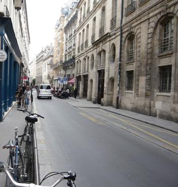 パリのフラン・ブルジョワ通り写真