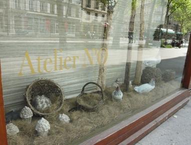 パリのお店のウィンドウ・デコレーション写真