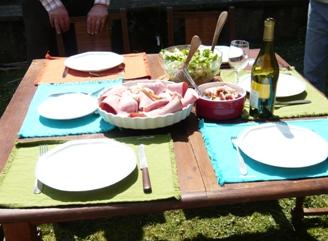 フレンチ・ピクニックのテーブルセッティング2
