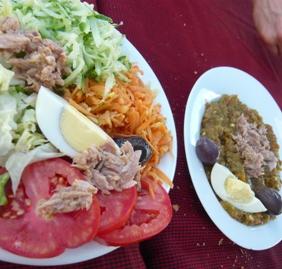 メシュイヤ・サラダの盛り付け例(レストラン)