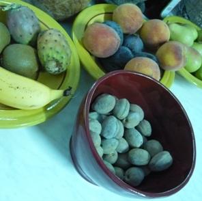 チュニジアの果物盛り合わせ、生のアーモンド