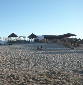 チュニジアのビーチ・バー「ブランコ」