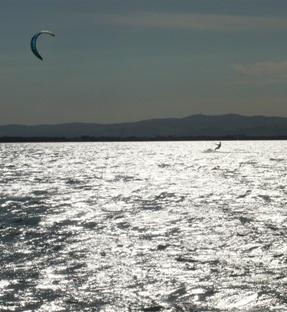 チュニジアのカイトサーフィン