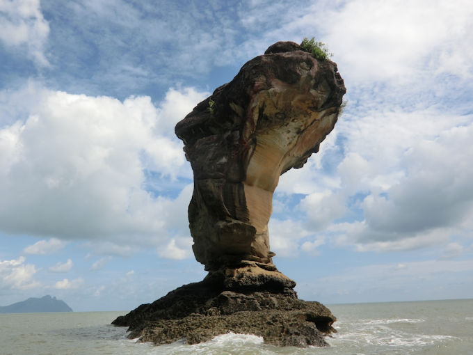 バコで一番有名な岩.jpg