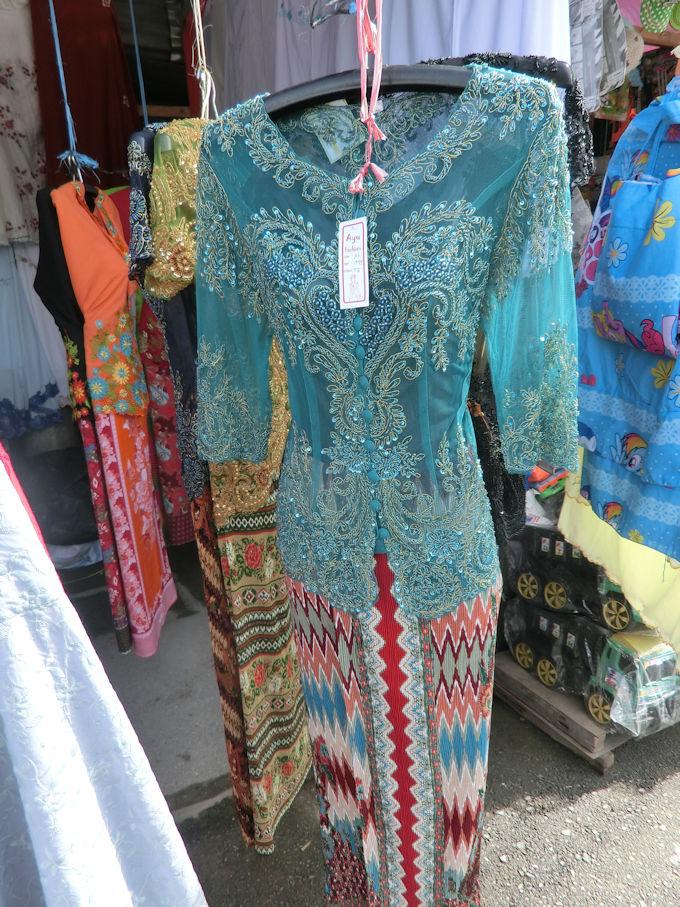 インドネシア製の美しい服.jpg