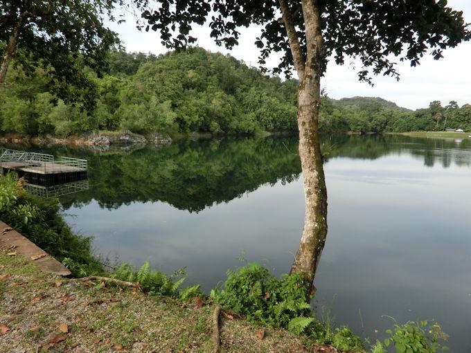 バウの青い湖.jpg