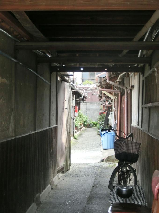 長屋の路地.jpg