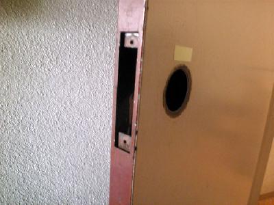 既設レバー錠を撤去