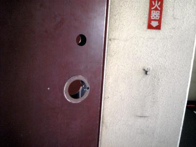 新たな貫通穴(室外側)
