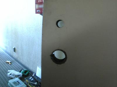 新たな貫通穴(室内側)