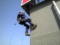 ロープ高所作業も東成エンジニアリング